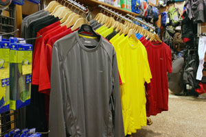 Стильные и модные мужские футболки